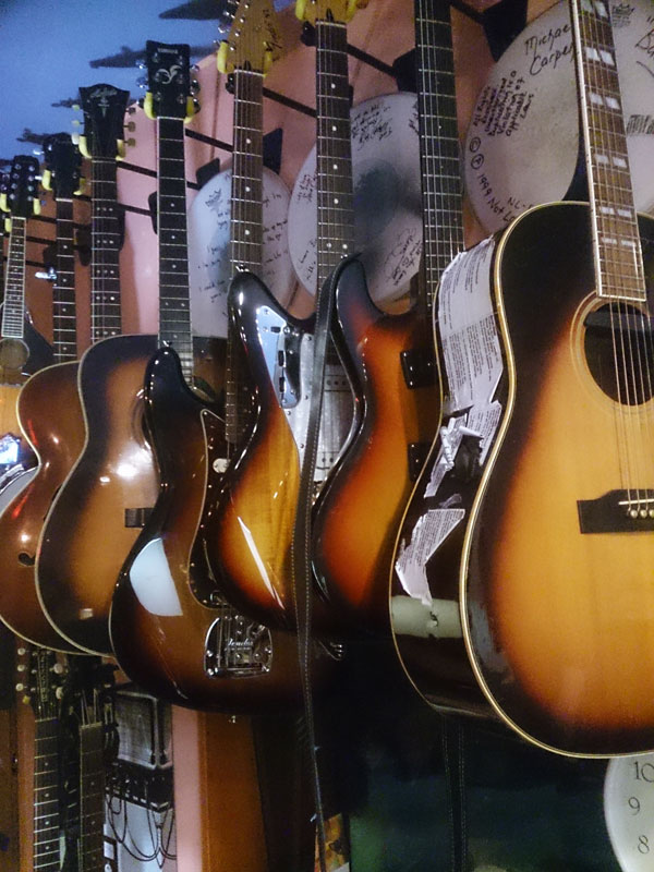 Guitar-wall-Love-600