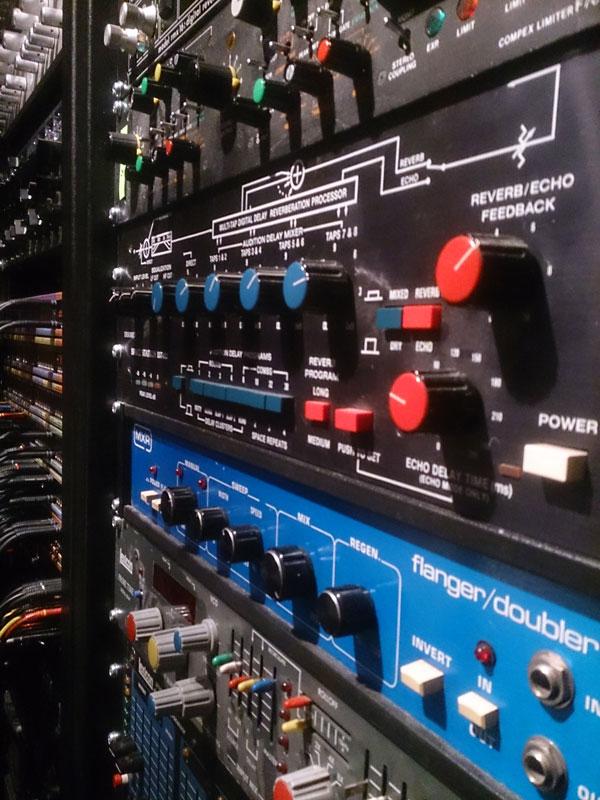 Studio-Rack2-600