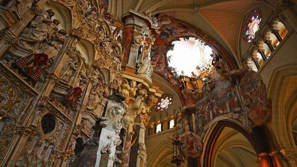 El Transparente is a Baroque altarpiece in the ambulatory of the Cathedral of Toledo. El Transparente is a Baroque altarpiece in the ambulatory of the Cathedral of Toledo.